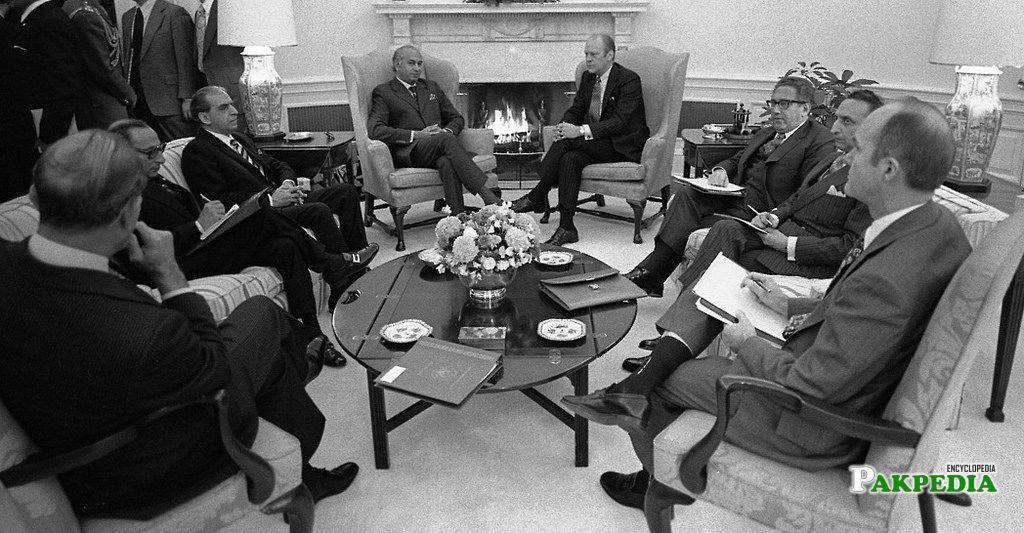 Sahabzada Yaqub Khan in a meeting with Zulefqar Ali Bhutto