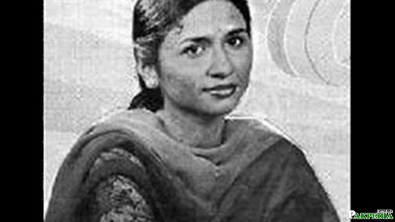 In 1971, Nayyara made her public singing debut
