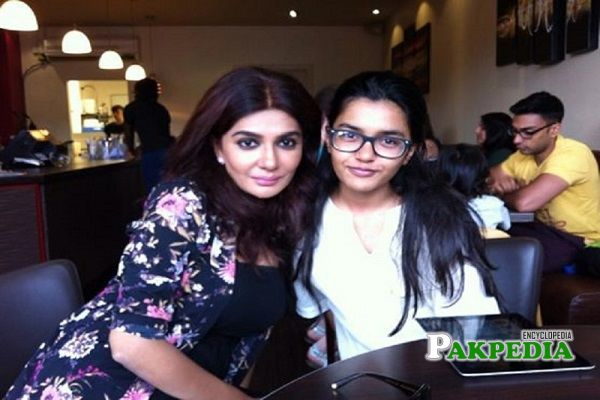 Iffat omar with her daughter