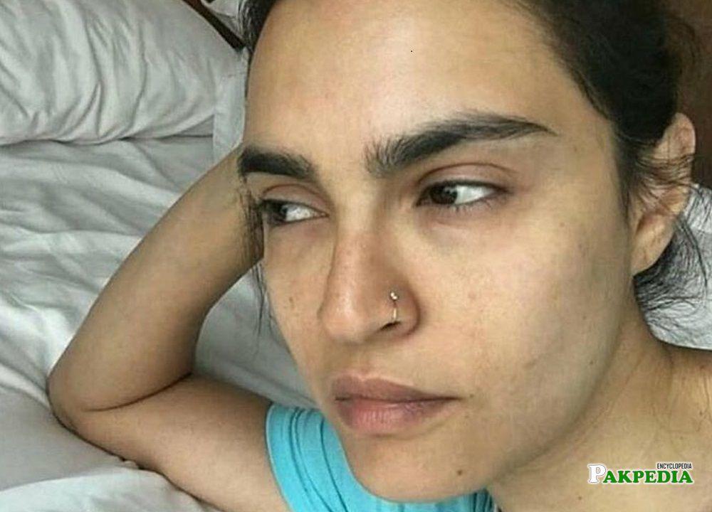 Nadia Hussain challenging no makeup selfie