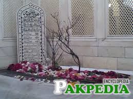 grave of alamgir