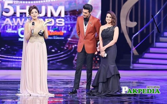 Sanam while receiving her best soap actress award