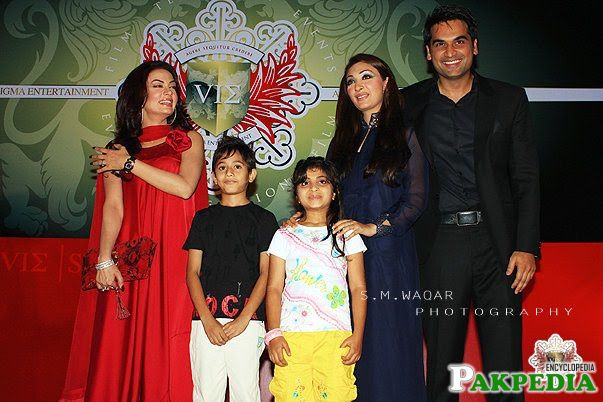Humayu Saeed with Family in Six Sigma Entertainment