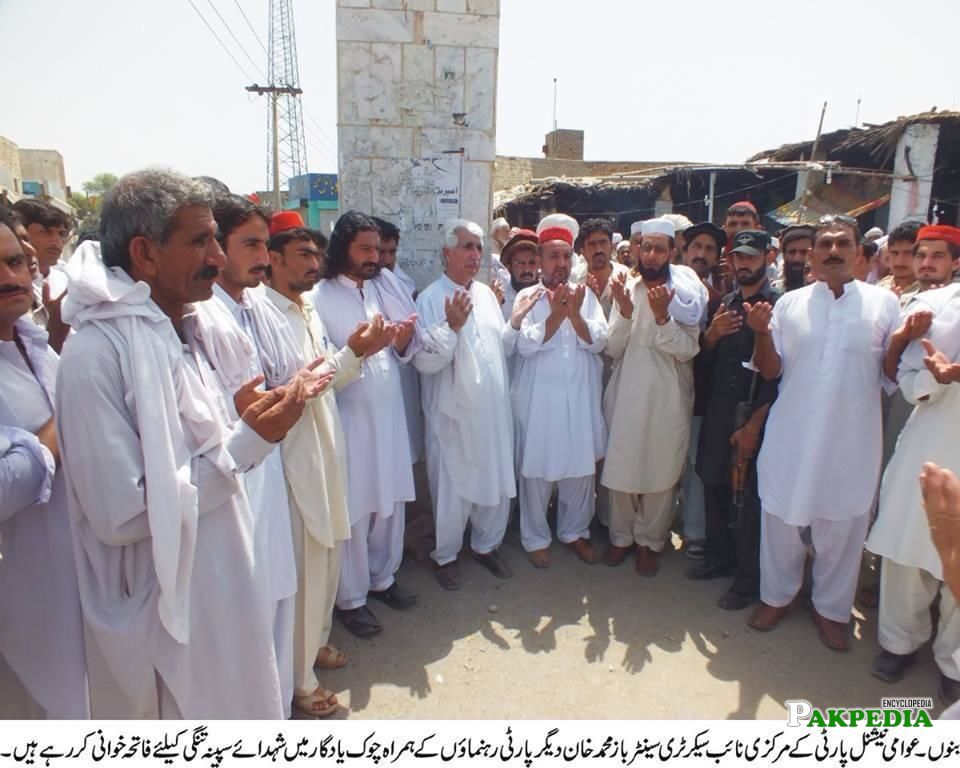 Fateh Khuwani with other party members