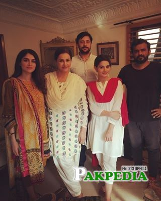 Tipu Sharif with the cast of Hasad