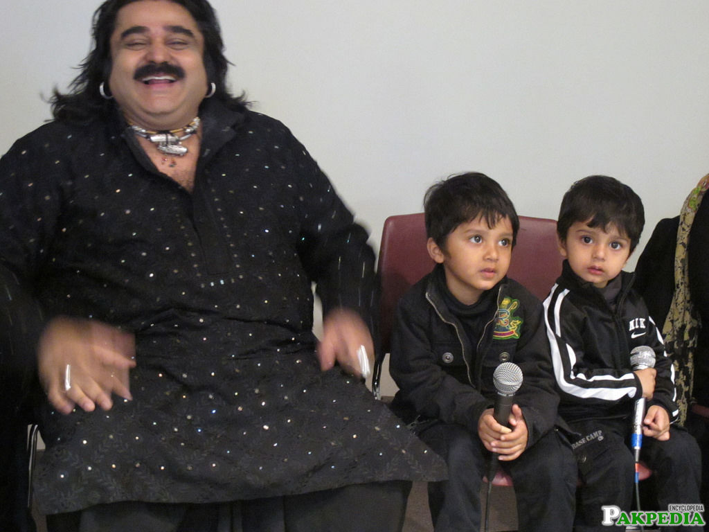 Arif lohar with His sons