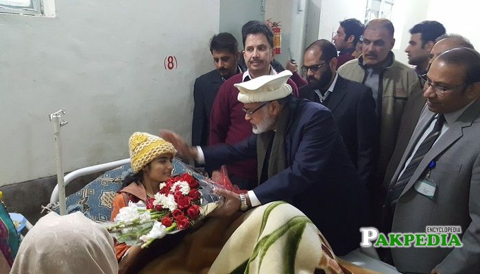 Abdul Rauf Mughal while visiting patients on behalf of Shahbaz sharif