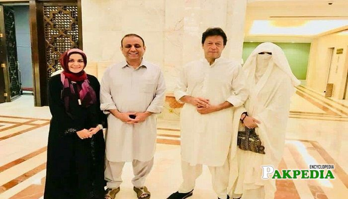 Aleem Khan and his wife with family of Imran Khan