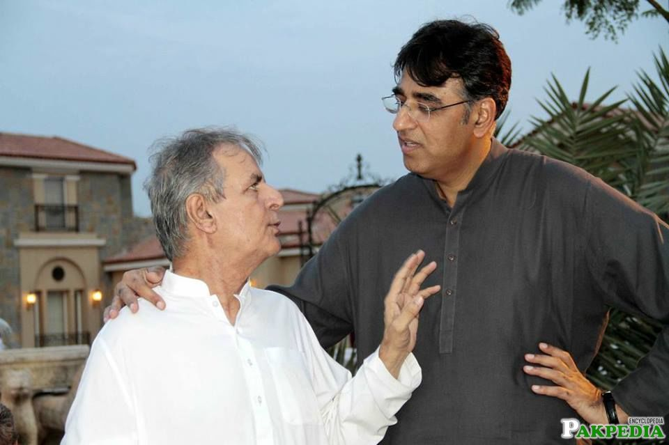 Asad Umar standing with Javed Hashmi