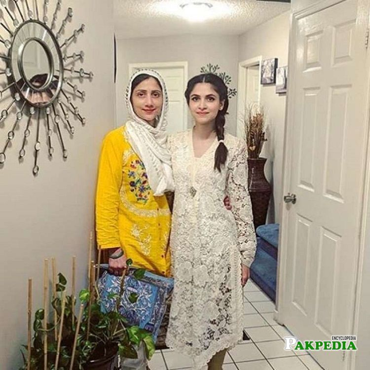 Arij Fatyma with her mother