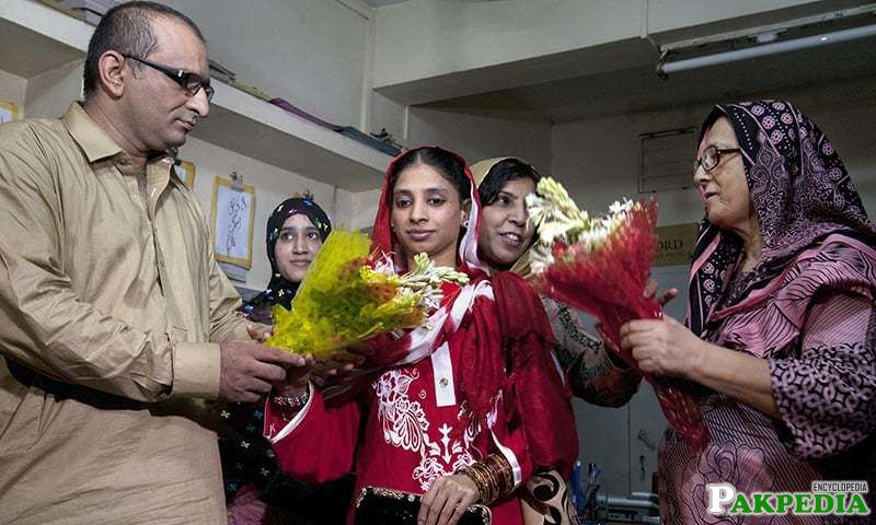 Faisal Edhi, head of Edhi Foundation, presents a bouquet to Indian national Geeta prior