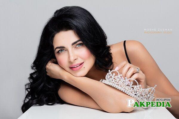 Ayesha Gilani model
