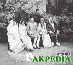 Fatima Ali Jinnah sitted with her brother