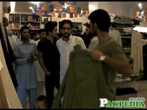 Yasir Hameed on Eid Shoping