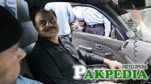 Gul in his car