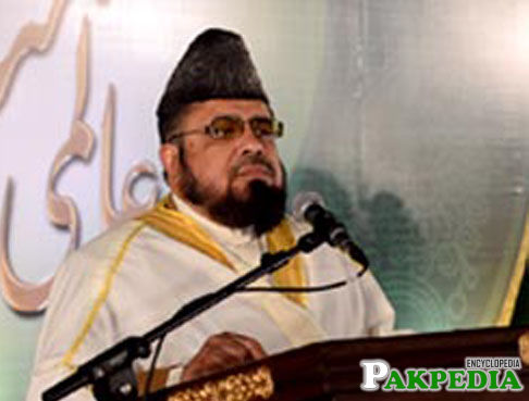Mufti Abdul Qavi giving a speech