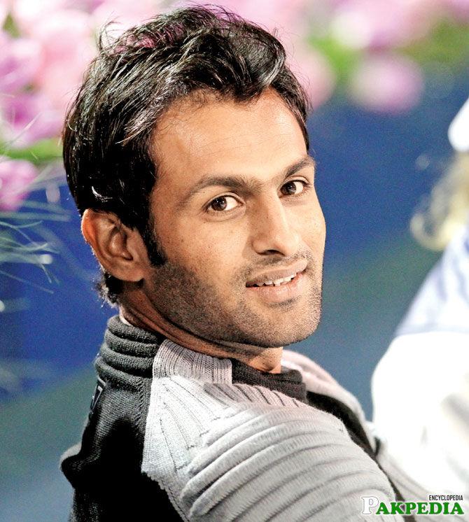 Shoaib Malik looking nice