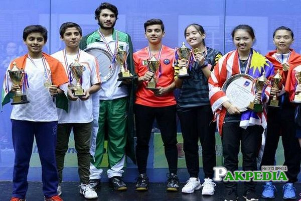 Hamza Khan along with other winners