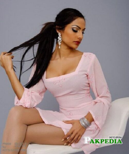 Attia bano Qamar Biography