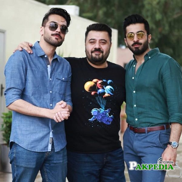 Shahbaz Shigri with cast of Paray Hut Love