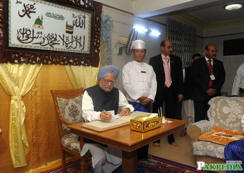 Prime Minister, Dr. Manmohan Singh signing the visitor's book during his visit to the Mazar of Bahadur Shah Zafar, in Yangon, Myanmar on May 29, 2012.