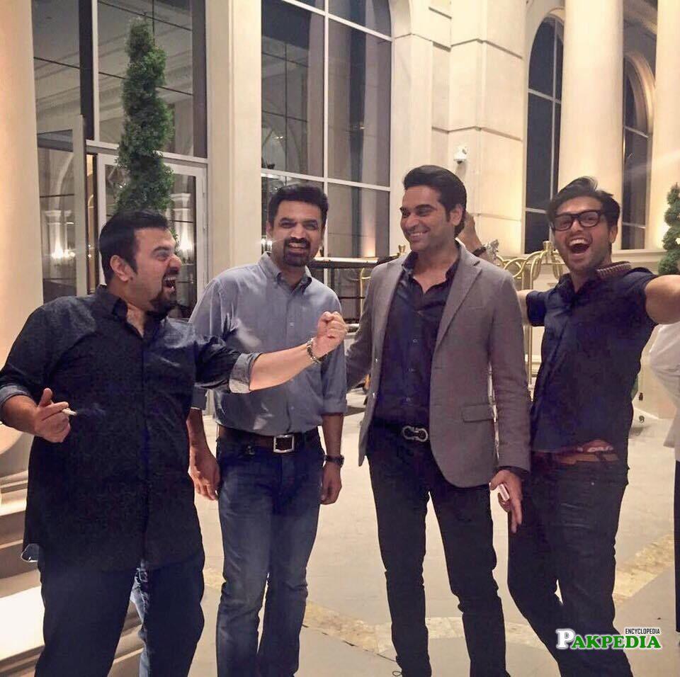 Vasay chaudhry with the team of jawani phir nahi anni 2