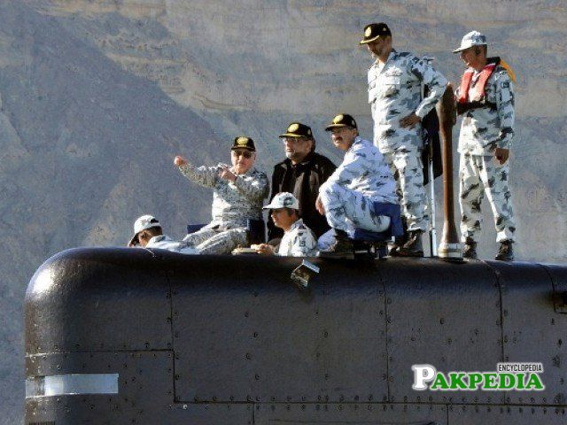 PM sailing in Pakistan Navy submarine PN Saad