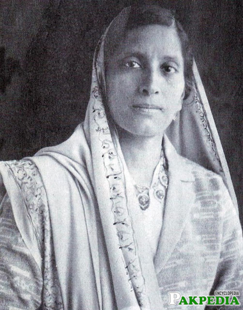 Allama Muhammad Iqbal wife pic