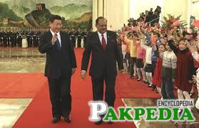 Chinese President Xi Jinping (L) holds a welcoming ceremony for visiting Pakistani President Mamnoon Hussain prior to their talks at the Great Hall of the ...