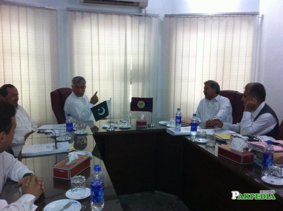 Engr. Hamid ul Haq meeting with VC Peshawer University