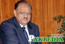KARACHI: President Mamnoon Hussain here on Monday met with Governor Sindh, Justice (Retd) Saeed-uz-Zaman Siddiqui.
