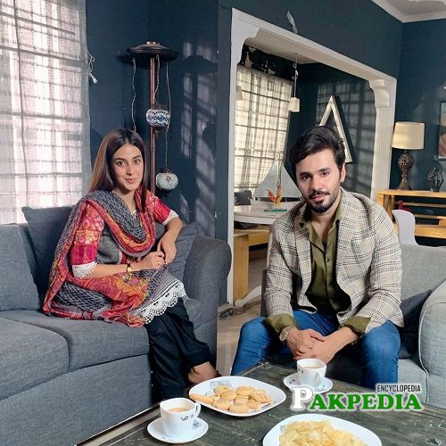 Saim Ali with Iqra Aziz on sets