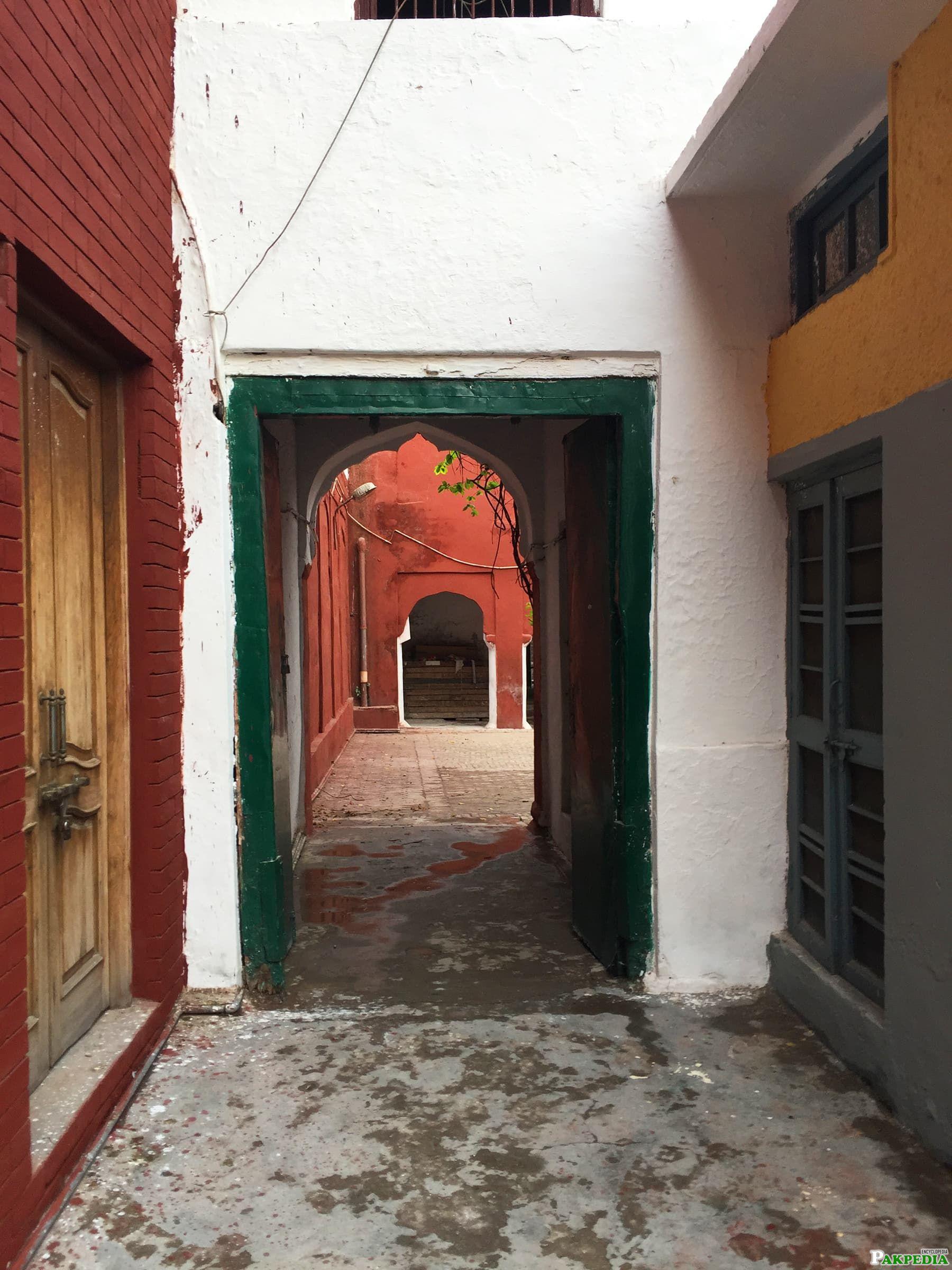 passage way to courtyard of haveli
