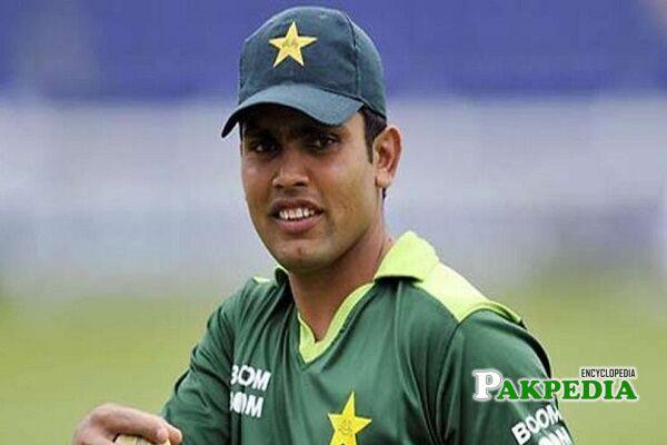 Kamran Akmal scores