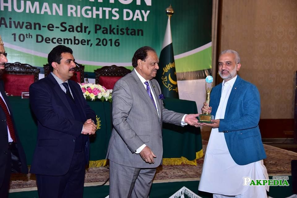 While receiving award from Mamnoon hussain