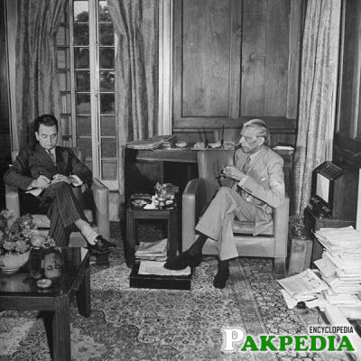 Mr. Jinnah talking to Louis Fischer of Time magazine in 1945