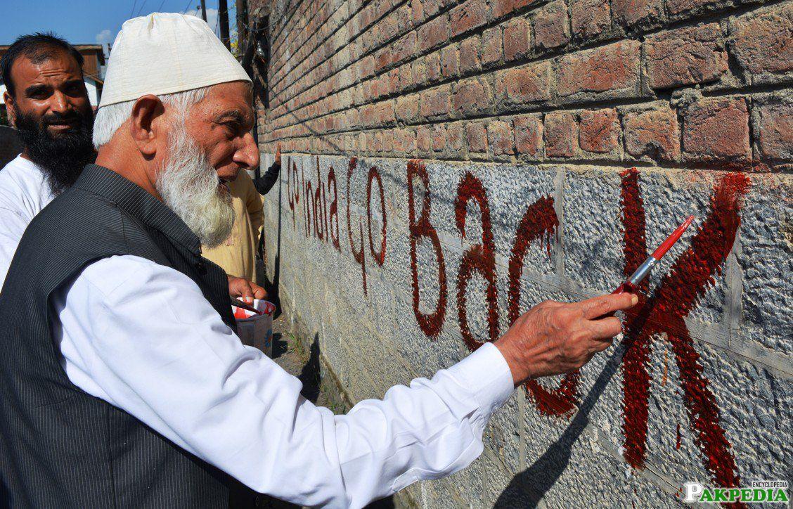 Syed Ali Shah Geelani Writing On a Wall
