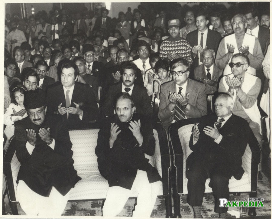 General Zia ul Haq, Governor of Punjab Qureshi, Justice Anwar ul Haq, Dr. M. A Soofi are sitting in the marriage