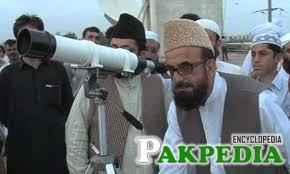 Mufti Muneeb-ur-Rehman looking for Moon