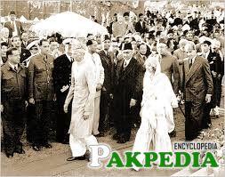 Fatima Ali Jinnah walking out