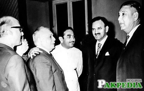 Ghulam Faruque Khan with zulfqar ali bhuto