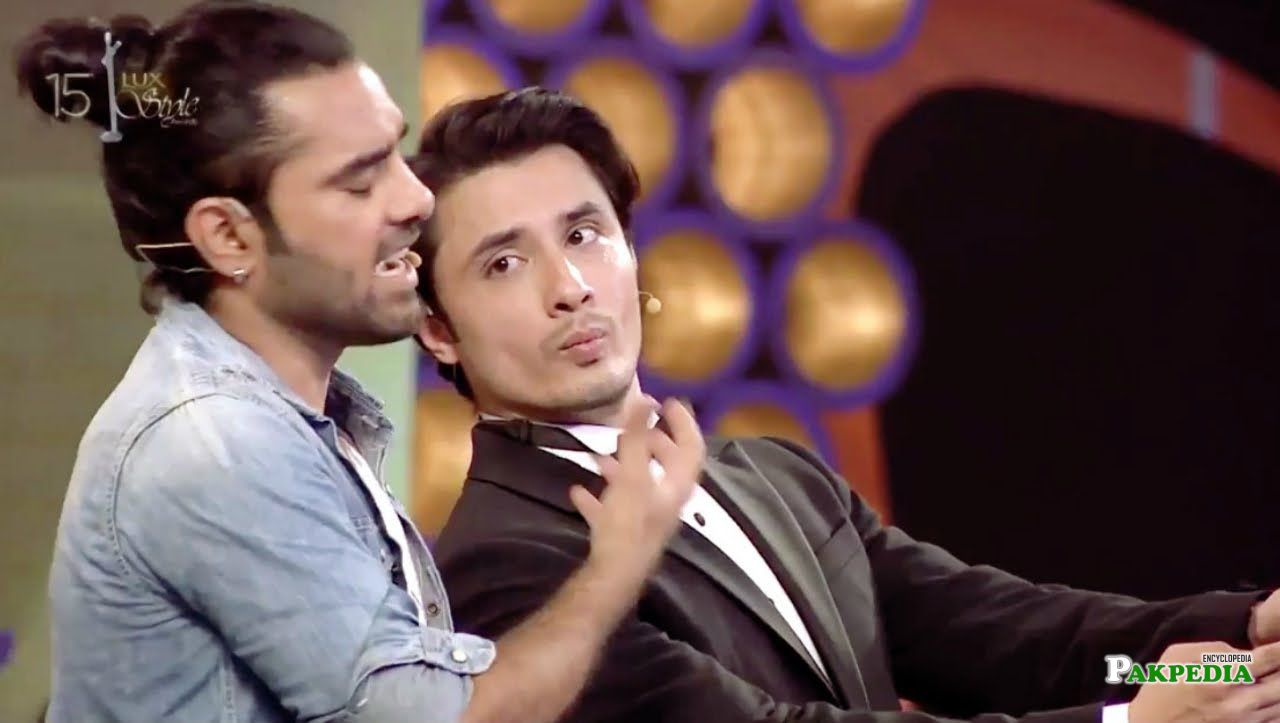Yasir Hussain while performing the Lux style awards with Ali Zafar