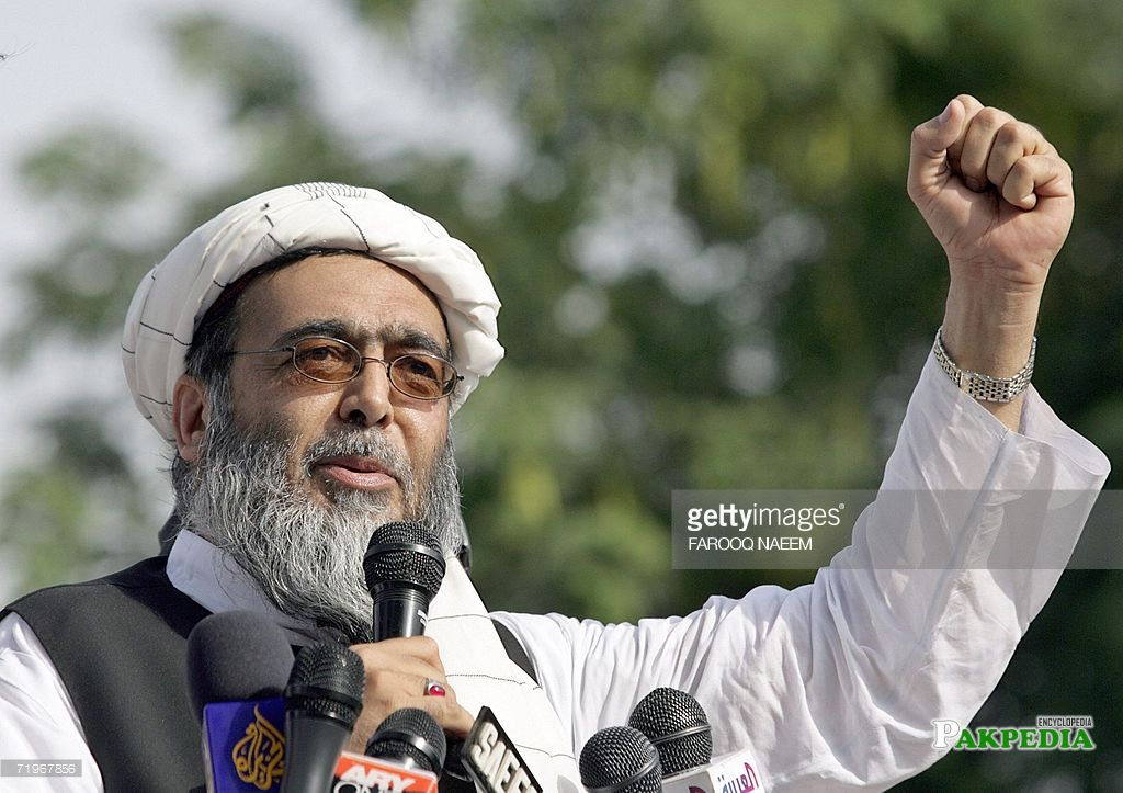 Hafiz hussain ahmed during his speech