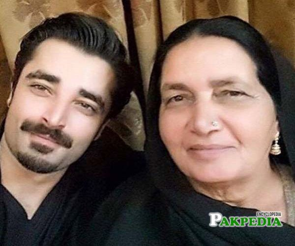 Hamza Ali Abbasi with his mother
