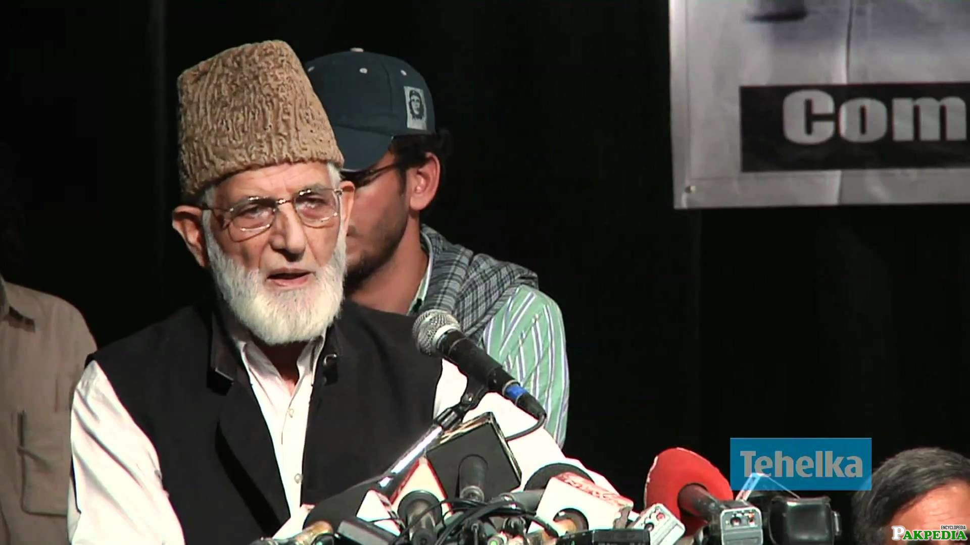 Syed Ali Shah Geelani in Front of Media
