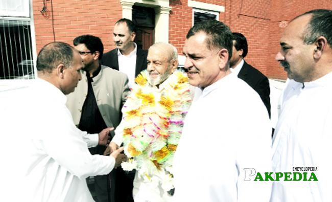 Chaudhry Khadim Hussain is welcomed by the local community in Bastwell