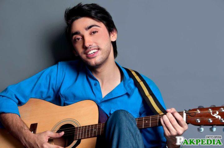 Amanat Ali play Guitar