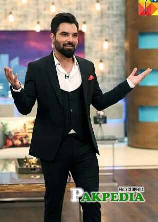 Yasir hussain on the sets of 'The afternoon show'