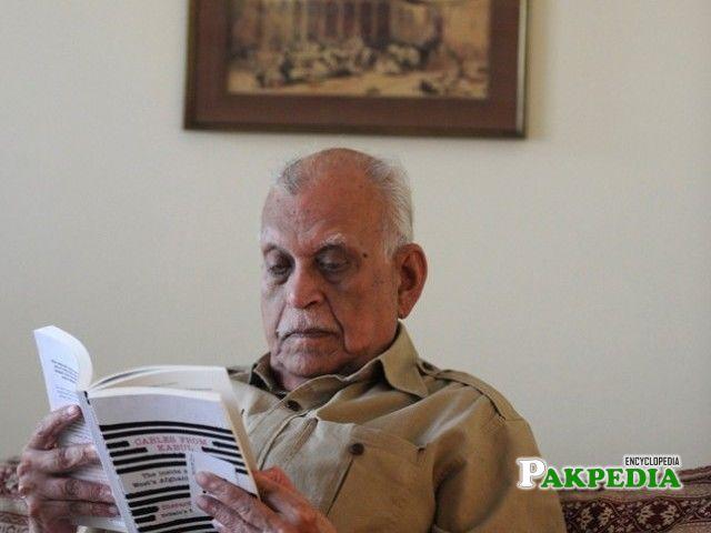 Abdul Jamil Khan reading a news paper