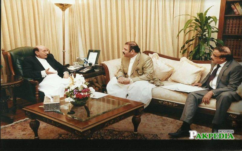 Ali Nawaz with Qaim Ali Shah during a meeting